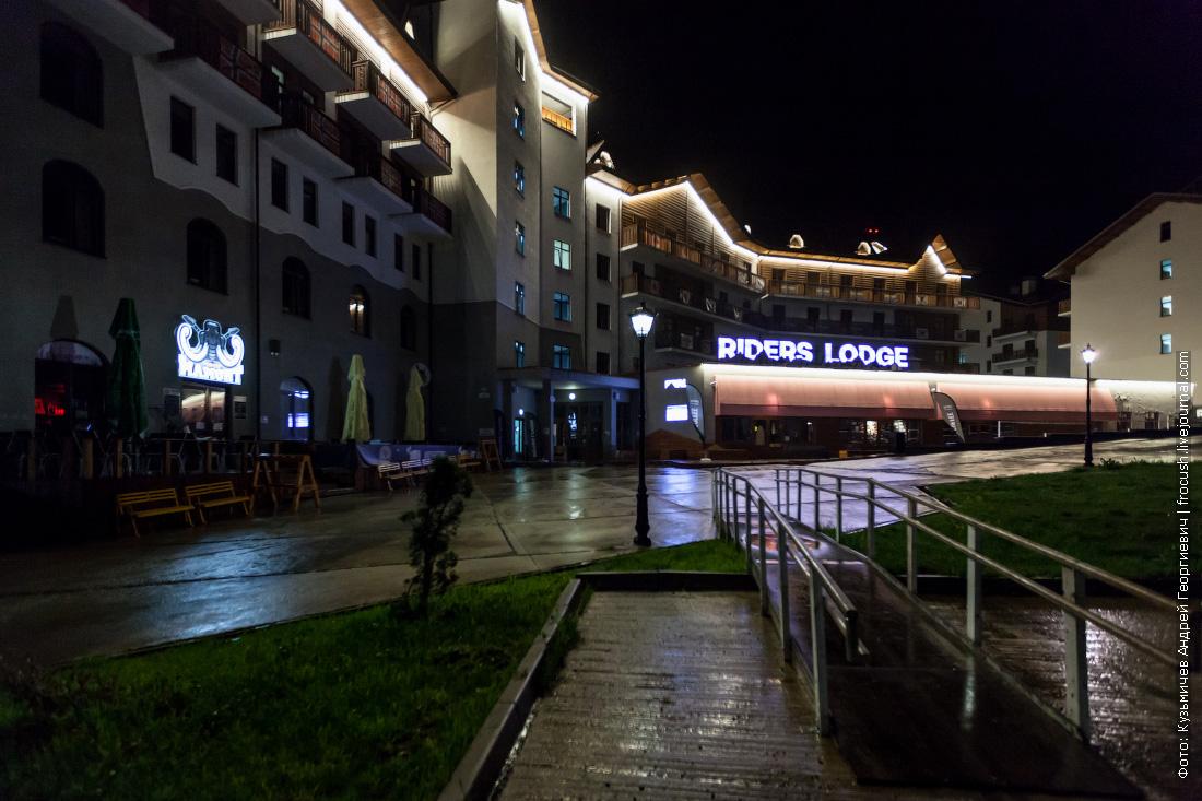 ночная фотография гостиница riders lodge