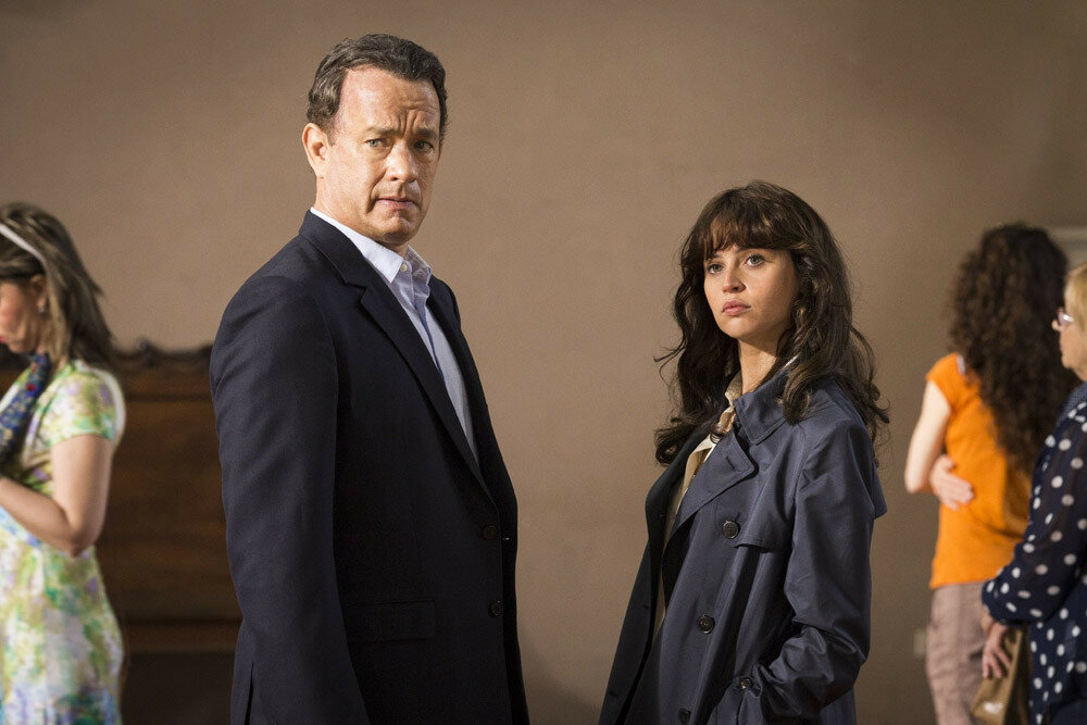 ROBERT LANGDON (Tom Hanks) and SIENNA (Felicity Jones) in Columbia Pictures' INFERNO.