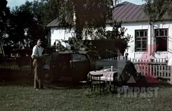 stock-photo-opel-admiral-cabriolet--staff-car-picnic-beside-school-ustiluh-ukraine-summer-1941-94-infantry-division-meissen-12055.jpg