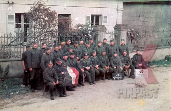 stock-photo-staff-portrait-of-the-german-290th-infantry-division-baking-company-bckereikomp-290-id-in-france-1940--10454.jpg
