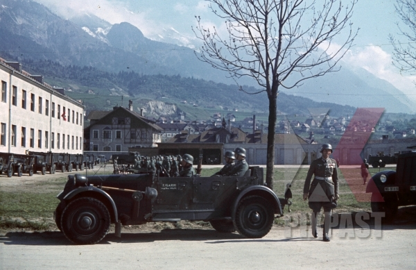 stock-photo-4th-mountain-division-enzian-gebirgsartillerieregiment-94-eugen-kaserne-lohengrin-kaserne-innsbruck-1940-12300.jpg