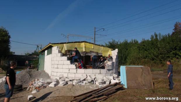 На Киевщине жители поселка полностью разрушили храм УПЦ МП (фото, видео)