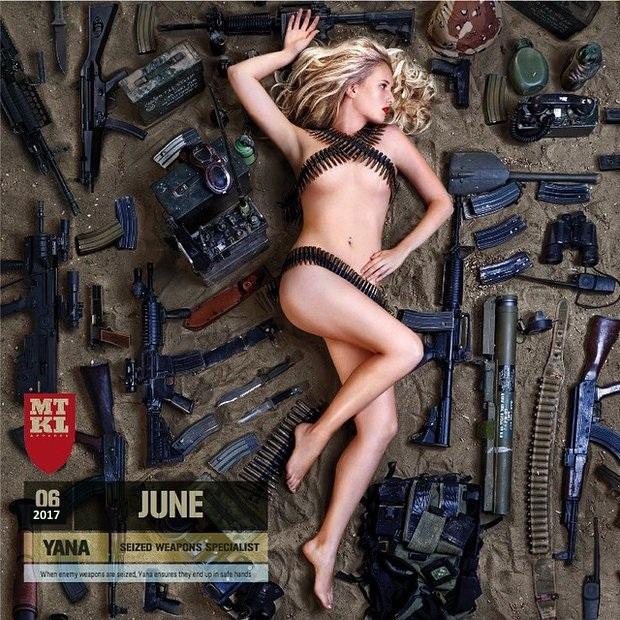 Из серии Корпоративные календари в стиле НЮ: Израильские девушки-военные - 2017