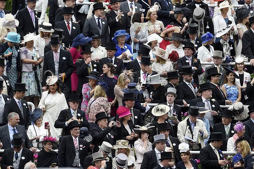 «День леди»: парад шляпок на скачках Royal Ascot 2016 0 165a37 dea01cd5 orig
