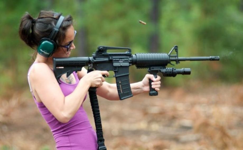 Девушки и Оружие