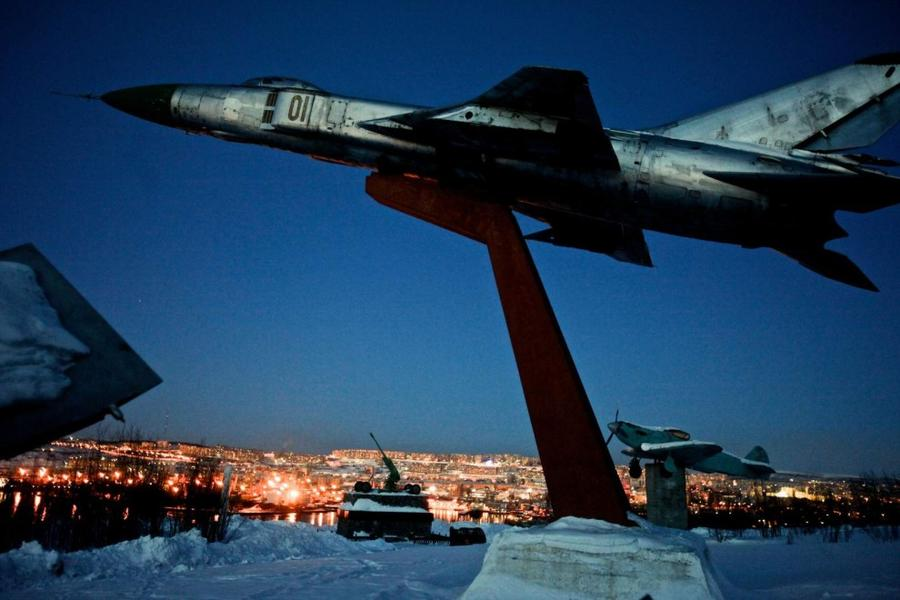 15. Мемориал 1-го корпуса ПВО на Абрам-Мысе в Мурманске, крупнейшем городе мира, расположенном за Се