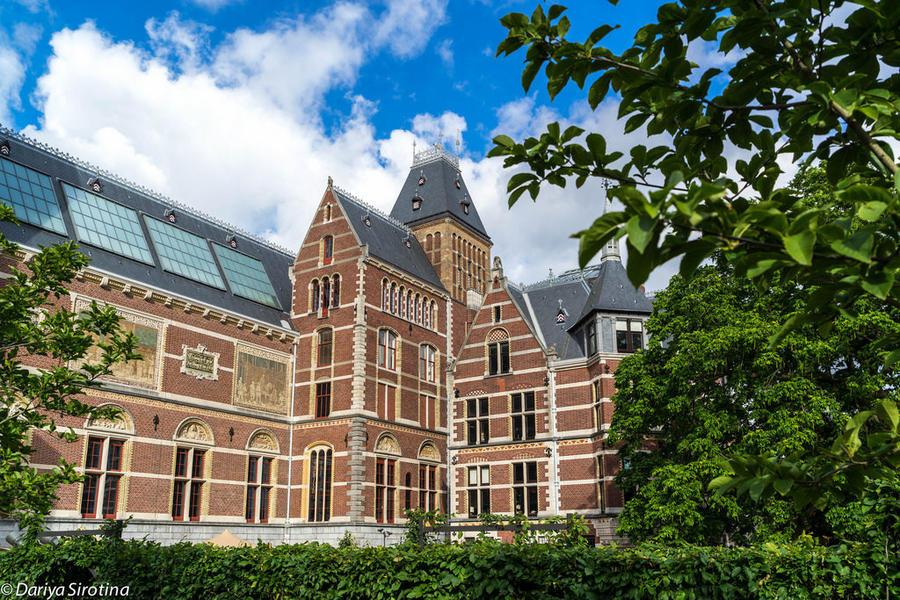 1. Район, о котором идет речь, называется Oud Zuid (Старый Юг) и начинается от Музейного квартала. С