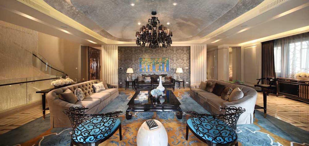 В интерьере гармонично сливаются традиционный восточно-азиатский и современный стиль.