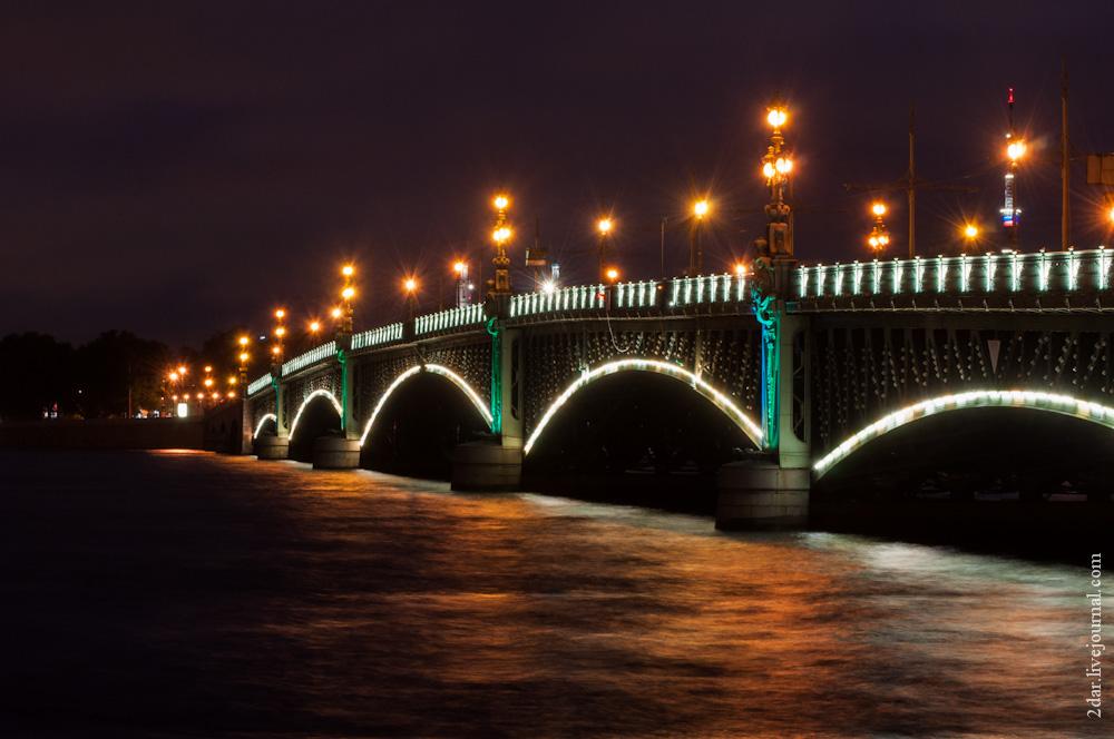 Да, я Троицкий мост, и сегодня я покажу вам свое нутро — разводной механизм.