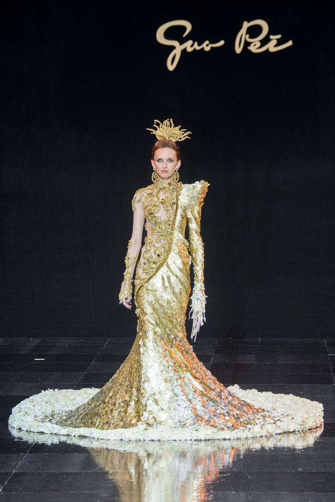 Неделя высокой моды в Париже: Guo Pei осень 2016