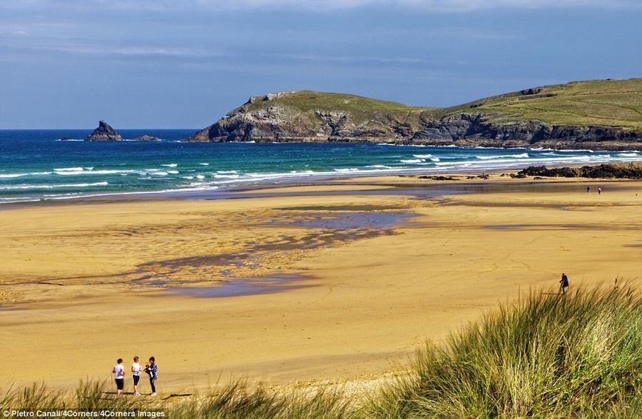 2. Пляж Константин-Бей в графстве Корнуолл считается идеальным местом для семейного отдыха. Здесь мо
