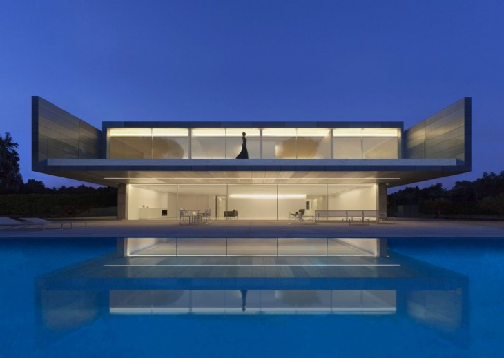 Fran Silvestre Arquitectos his modern two-storey residence located in Madrid, Spain,in 2016. Take a