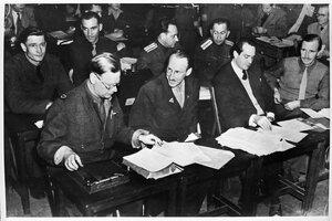 Восемь журналистов, которые присутствовали в качестве представителей 4-х держав (СССР, США, Великобритании и Франции) при исполнении приговора главным военным преступникам