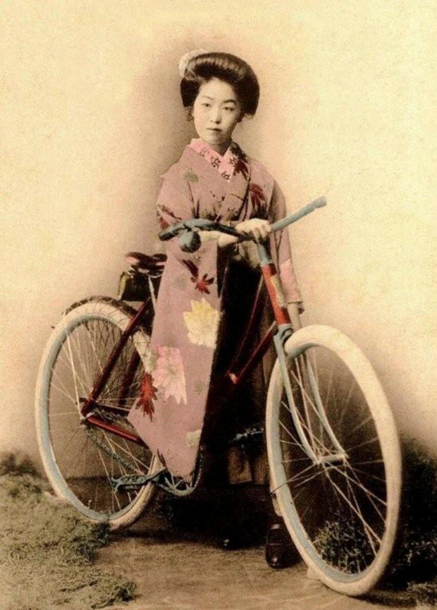 Гейша с велосипедом