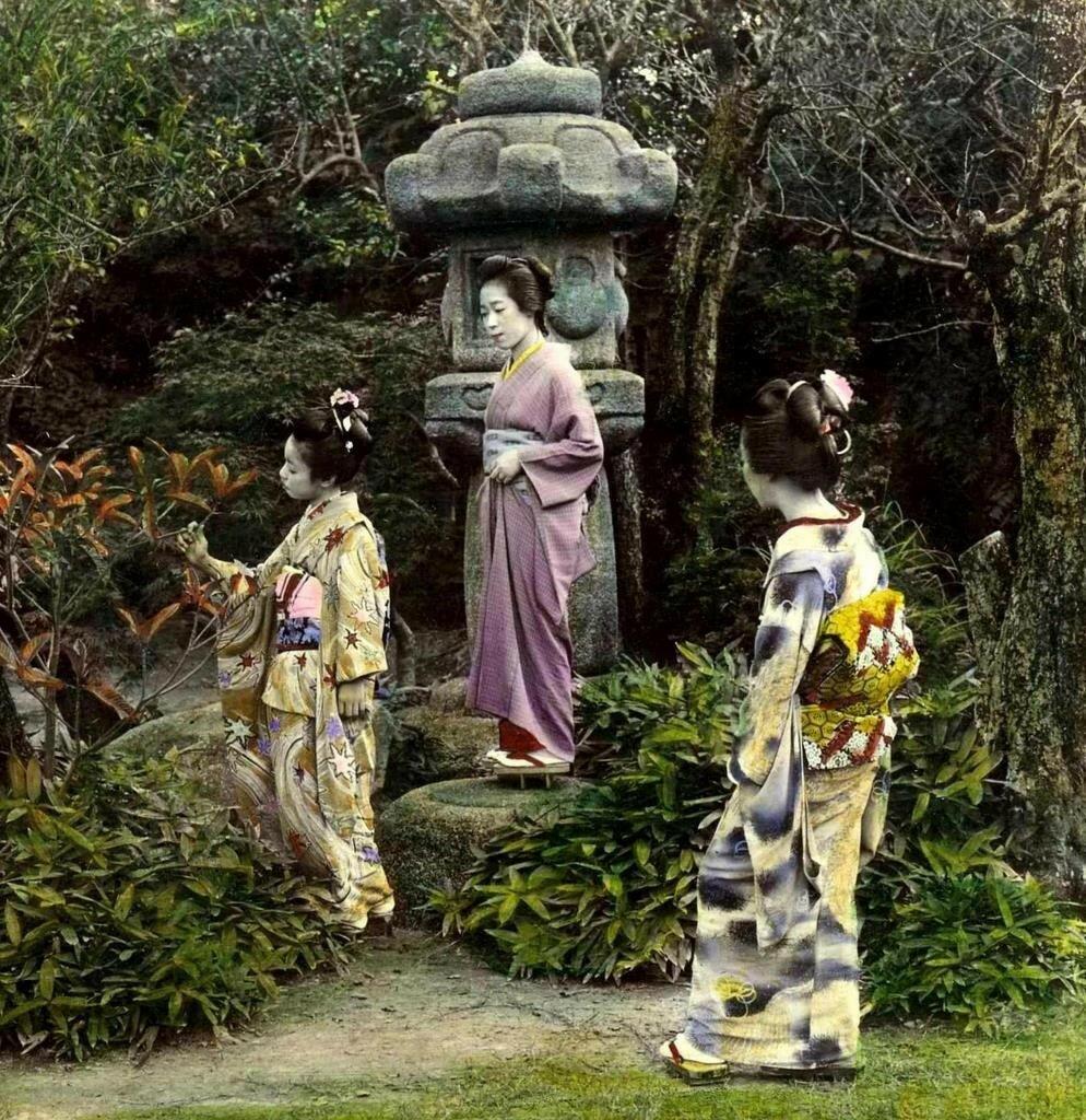 Гейши в саду