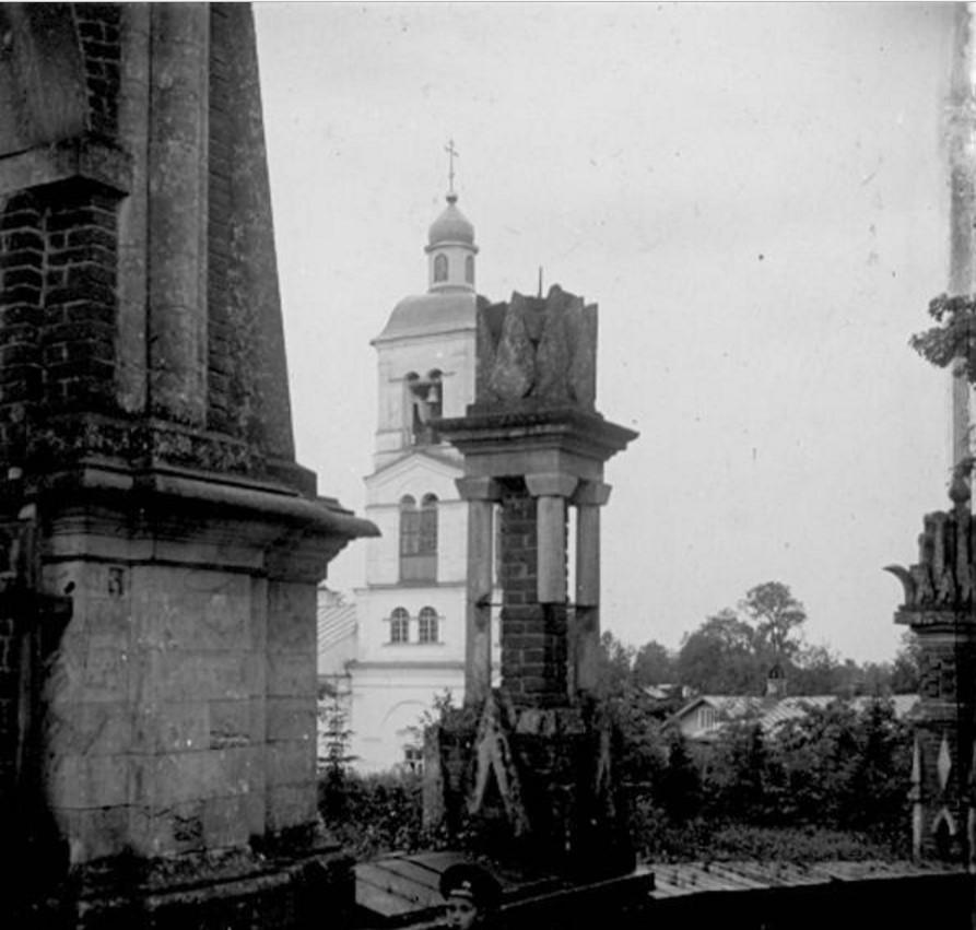 Царицыно. Колокольня церкви иконы Божией Матери «Живоносный Источник»