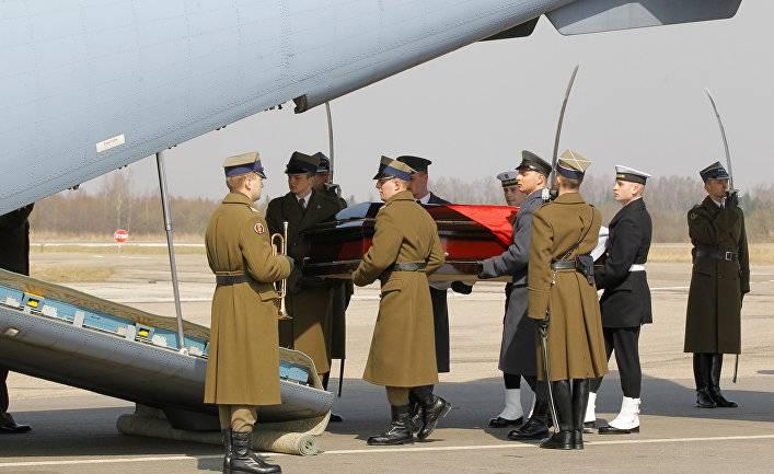 Польша проведет эксгумацию тел жертв авиакатастрофы под Смоленском