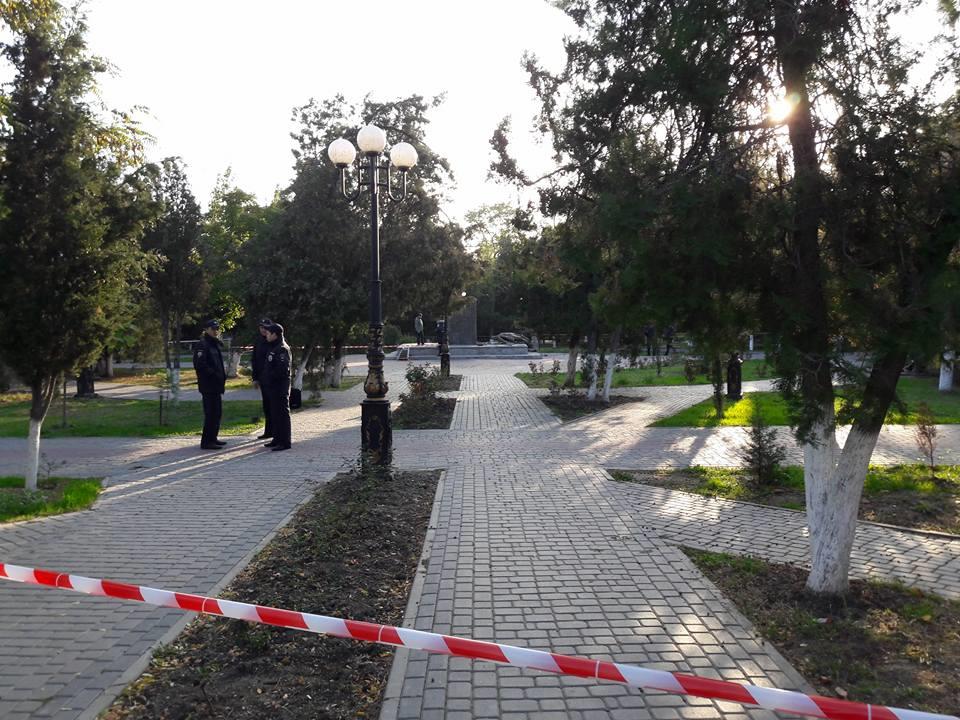 20161021-В Судаке разрушили памятник Ленину