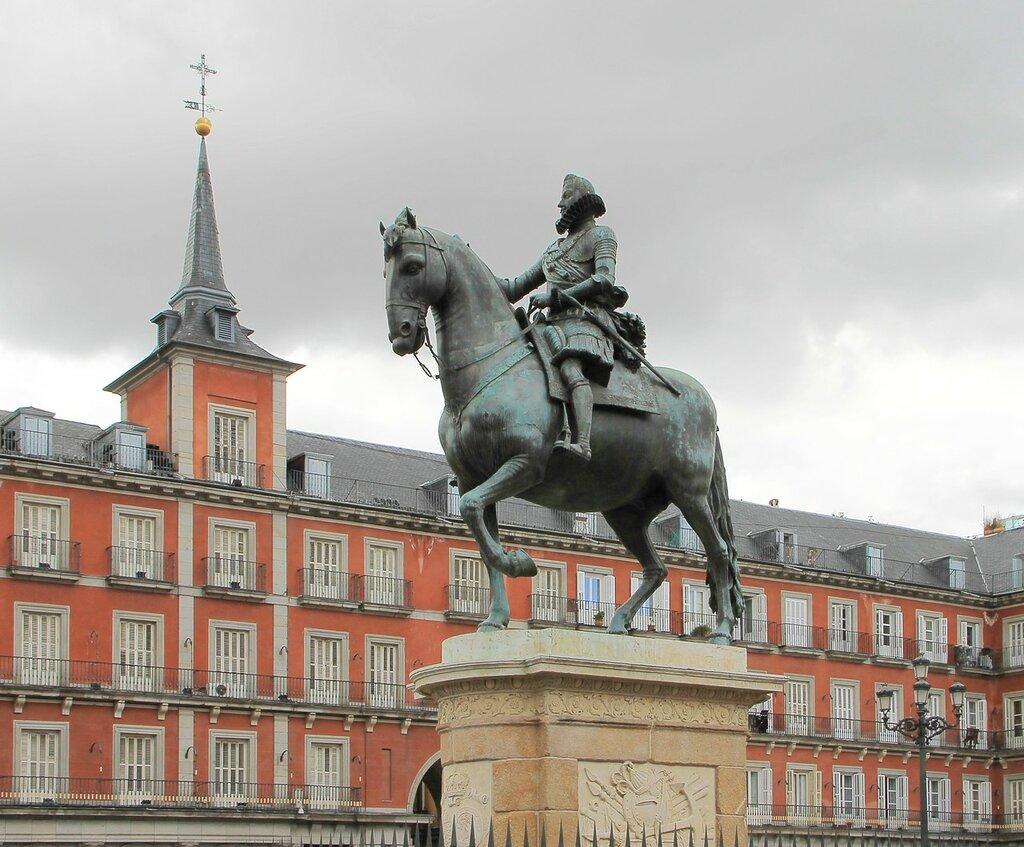 Мадрид. Главная площадь (Plaza Mayor). Памятник Филиппу III