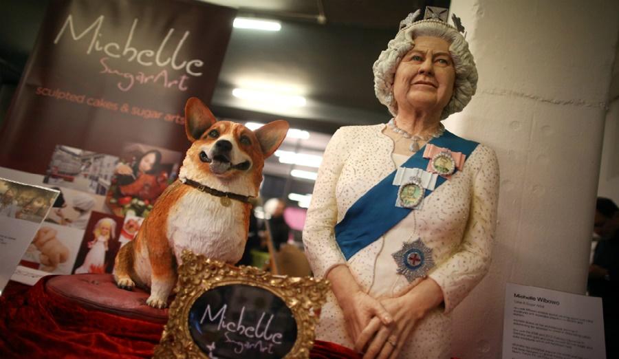 Фото, как живется собакам корги во дворце королевы Елизаветы II