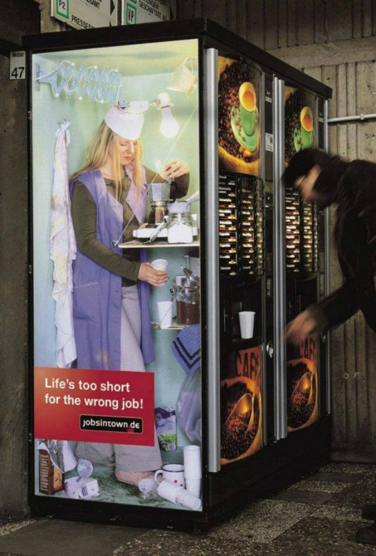Серия рекламы сервиса по поиску работы, в которую вошел и этот пример, в свое время прославилась на