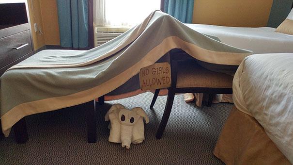 «Попросил шалаш из одеял, знак