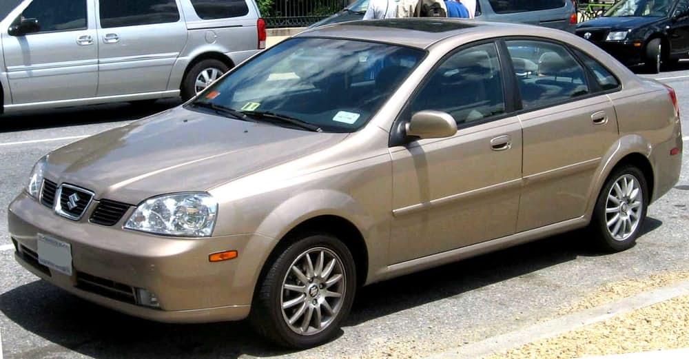 Suzuki Forenza. Впервые автомобиль сошел с конвейера в 2002. На краш-тестах машина получила низкий б