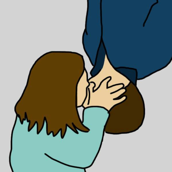 Это довольно спонтанный поцелуй, когда лица расположены как бы «валетом». Он означает, что в ваш