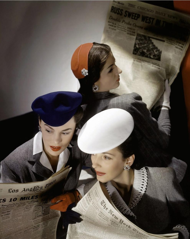 10. Модель Мерелин Амброуз в шерстяной юбке подпоясанной ремнем из змеиной кожи, шелковой полос