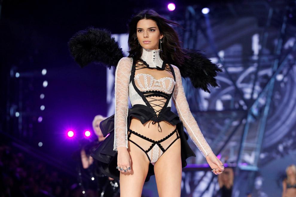 8. Victoria's Secret проводит невероятные ежегодные шоу-показы новинок с привлечением супермоде