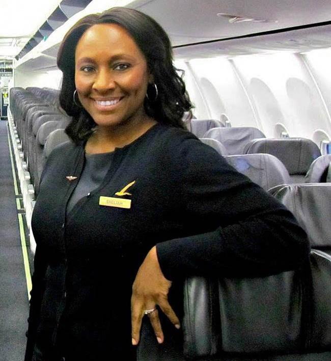 Эта стюардесса спасла жизнь незнакомой девочке всего одним поступком (4 фото)