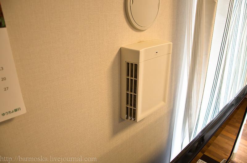 Кондиционеры в каждой комнате висят.