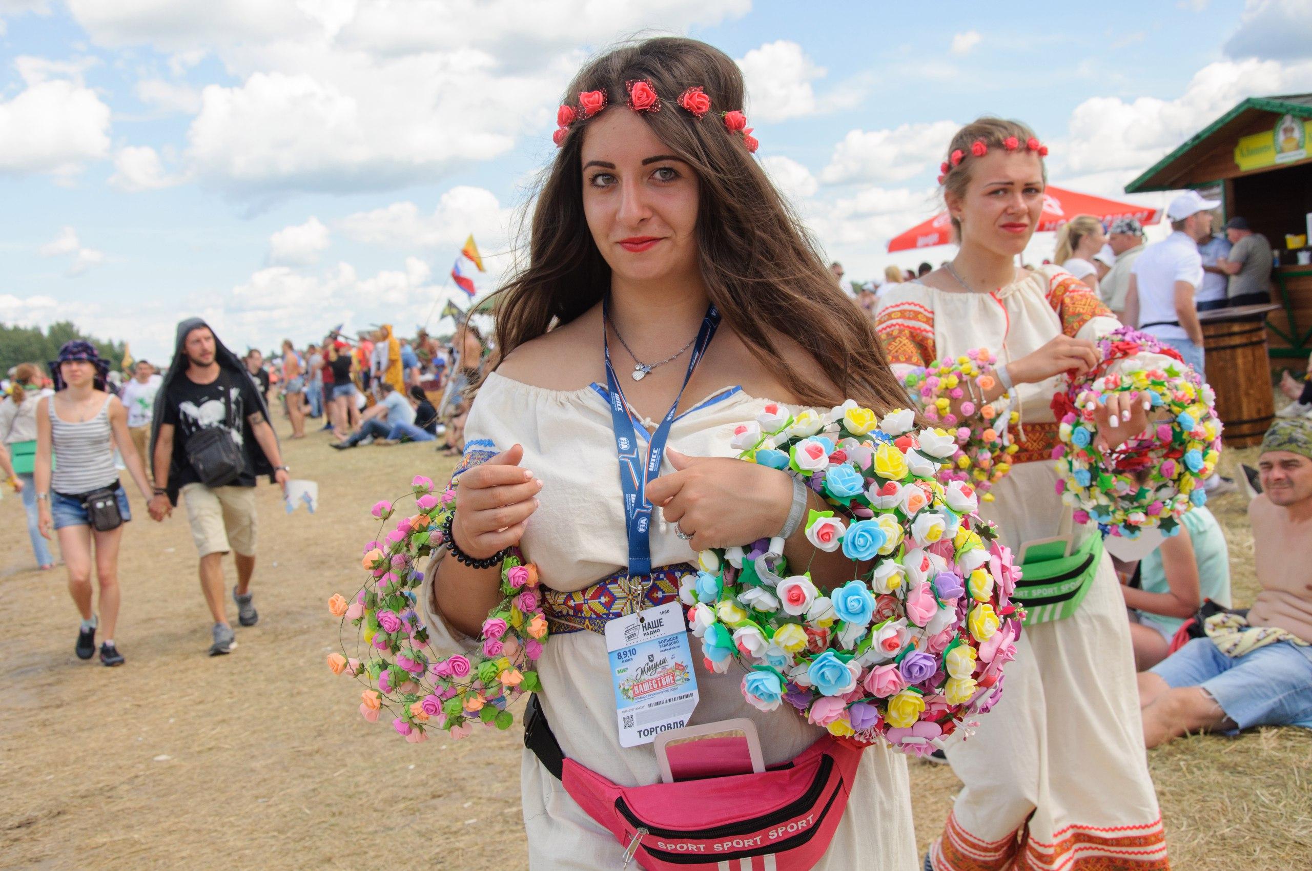 Фото девушек с фестиваля НАШЕСТВИЕ - 2016