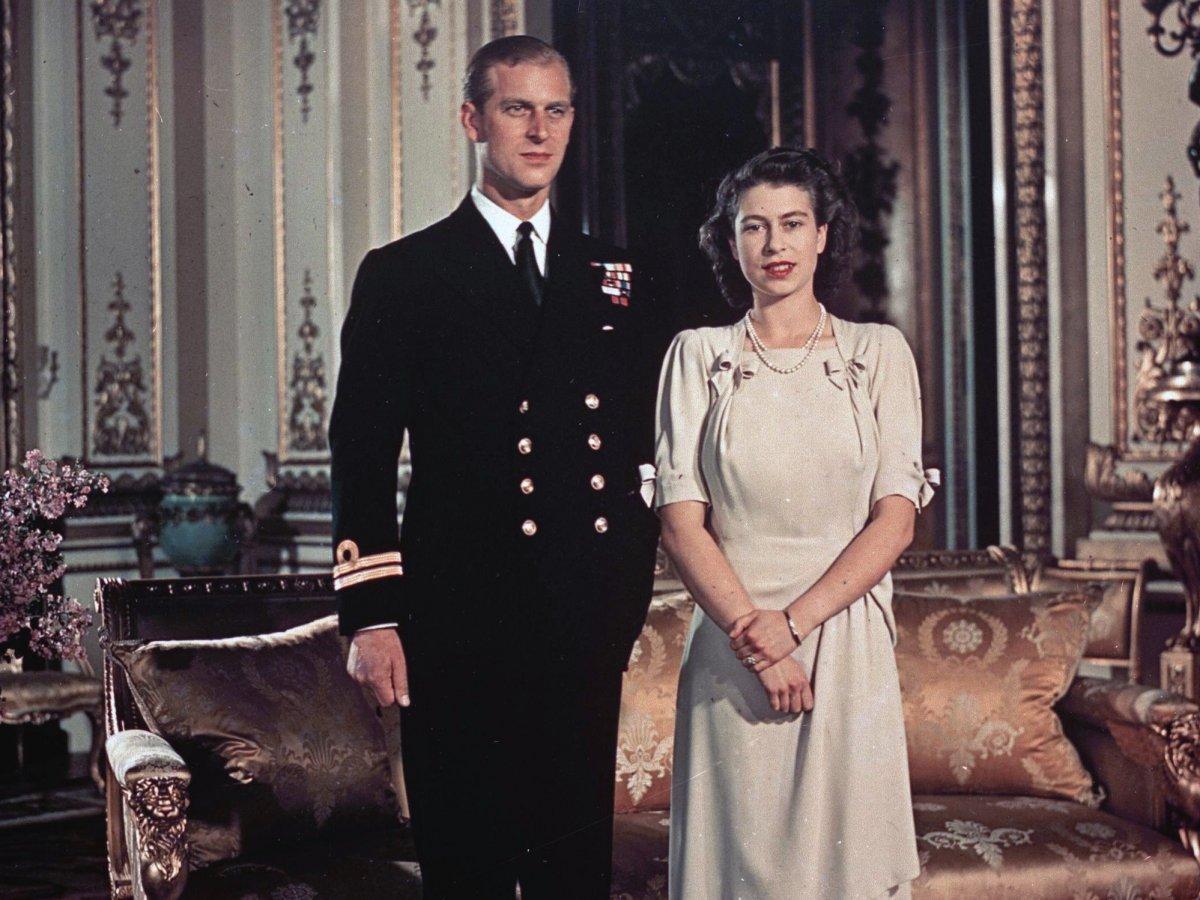 Принцесса Елизавета и принц Филипп познакомились в детстве на одной из свадеб в 1934 году. В июле 19