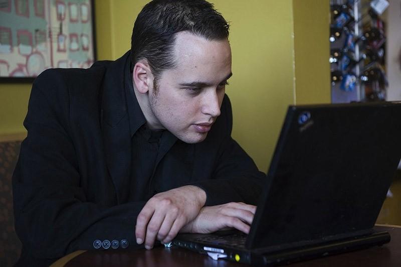 3. Эдриан Ламо Да, компании иногда нанимают хакеров для тестирования слабостей в своих системах, но