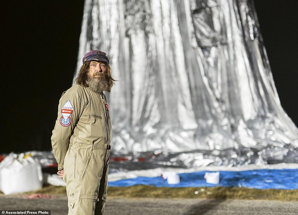 Воздушный шар Фёдора Конюхова, наполненный гелием и горячим воздухом, летит на высоте более 6 тысяч