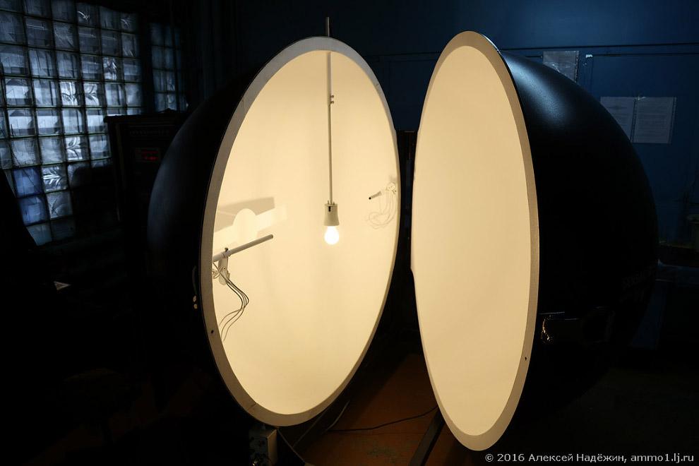 25. Кроме того, измеряются электрические параметры лампы, цветовая температура и индекс цветопе