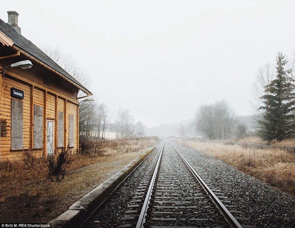 Эта железнодорожная ветка в Эстфолле была закрыта, и здание станции в Гаутестаде осталось заброшенны