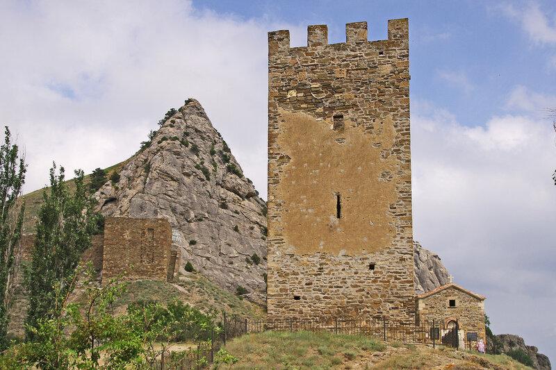 Портовая башня и церковь 12 Апостолов