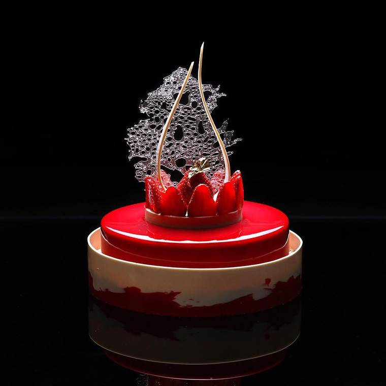 Between dessert and architecture - The culinary creations of Dinara Kasko