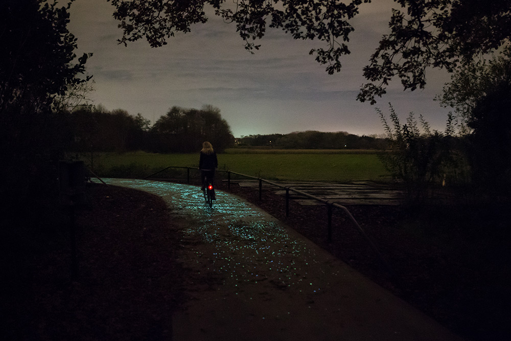 This stunning illuminated bike path in Nuenen, Netherlands was just unveiled tonight by Studio Roose