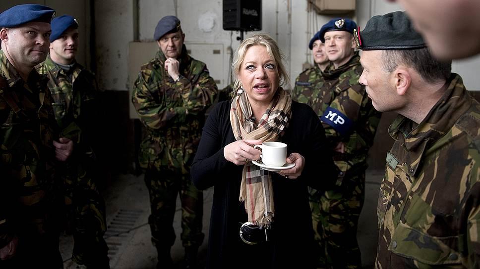 Жанин Хеннис-Плассхарт — министр обороны Нидерландов с 5 ноября 2012 года