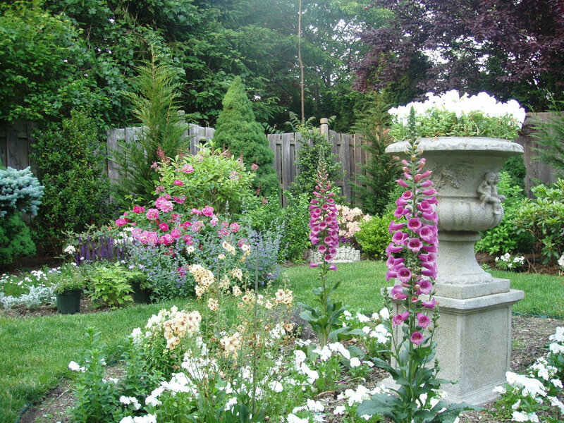 An_English_Garden_Designed_By_Andrea_Lynn_Fisher.jpg