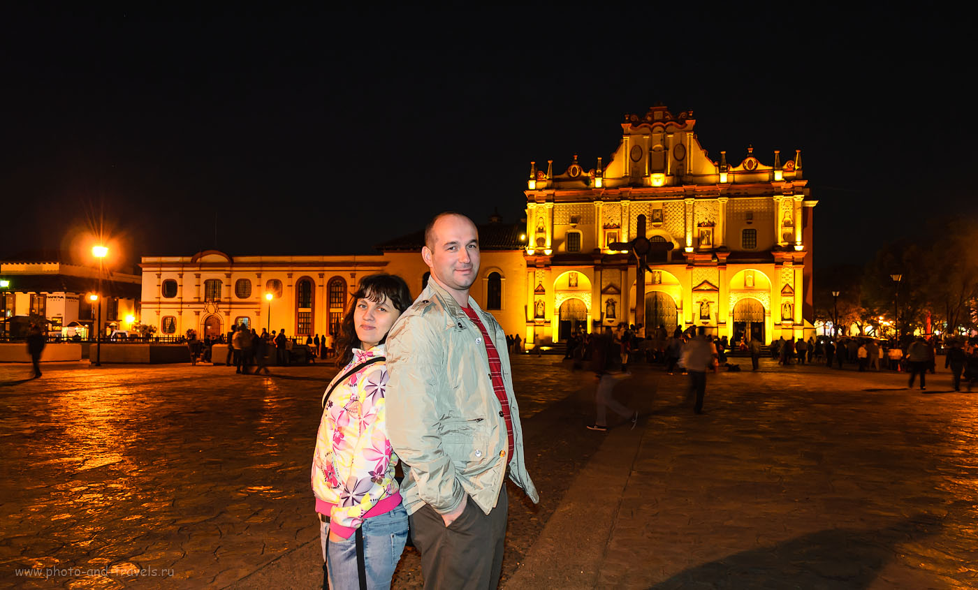 Фото 10. Центральные площади в Мексике в каждом городе называются Сокало. На снимке - la plaza central de San Cristóbal de las Casas (центральная площадь (zocalo) в городе Сан-Кристобаль-де-лас-Касас в штате Чьяпас). Снято со штатива на камеру Nikon D5100 KIT 18-55 VR. Настройки при вечерней съемке: 1/6, 3.5, 18, 800.