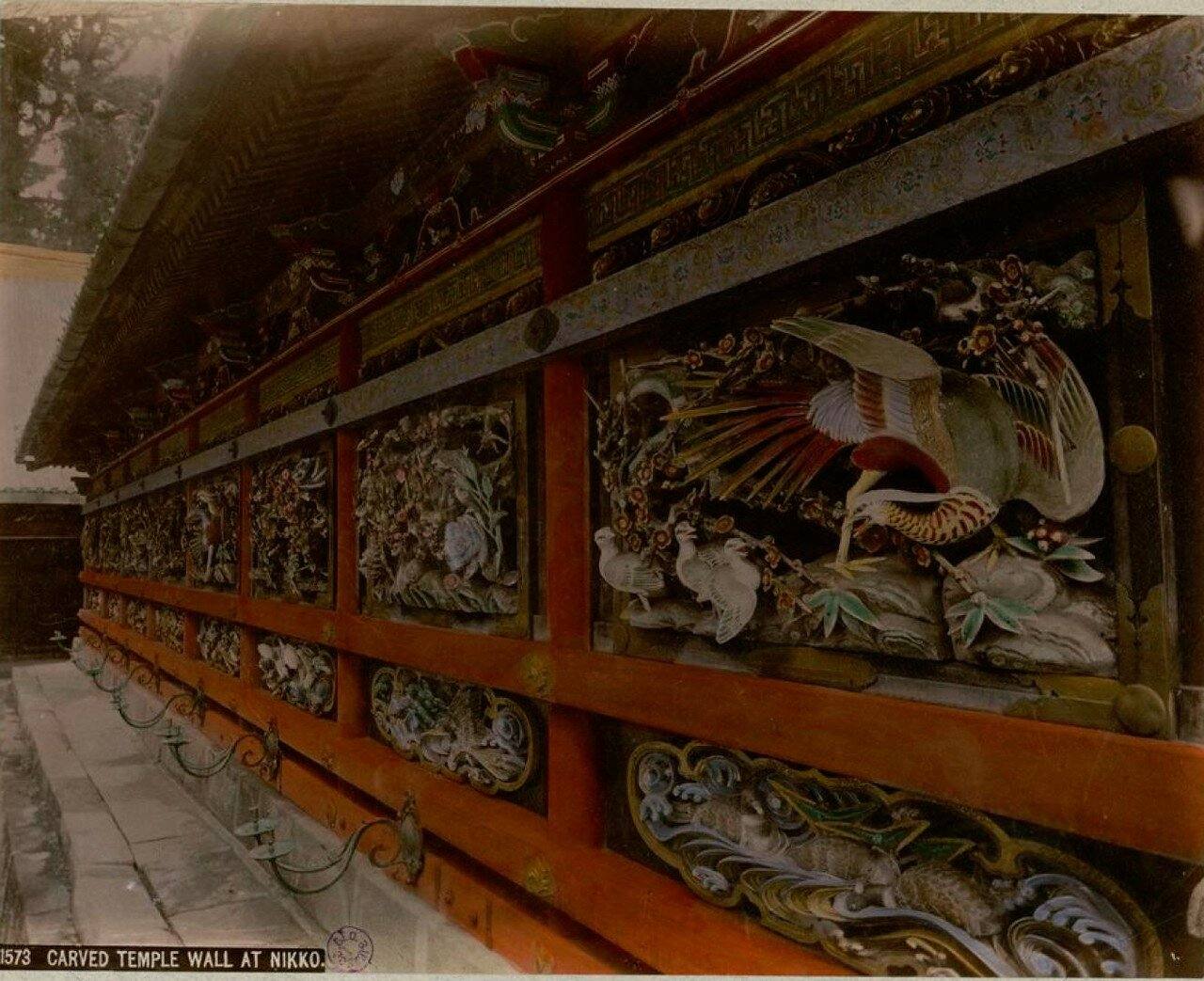 Никко. Резная стена храма