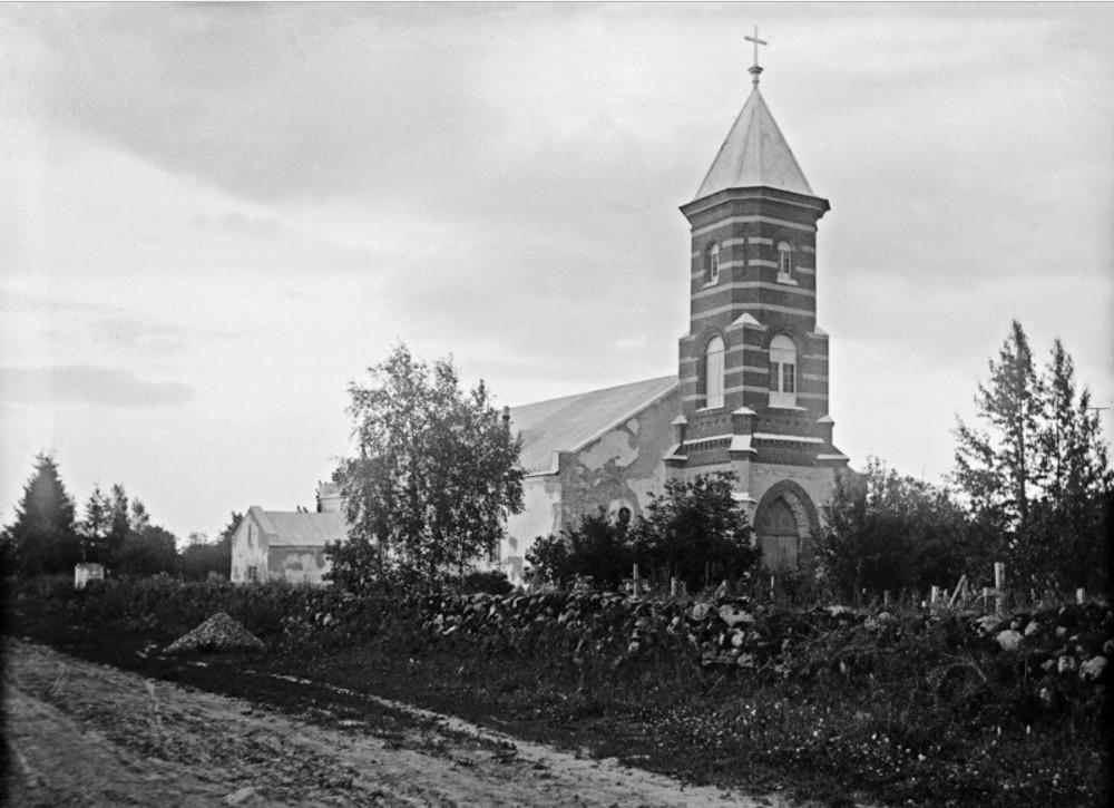 Молосковицы. Белая церковь. Самая старая в Ингерманландии. Построена в 1632 году