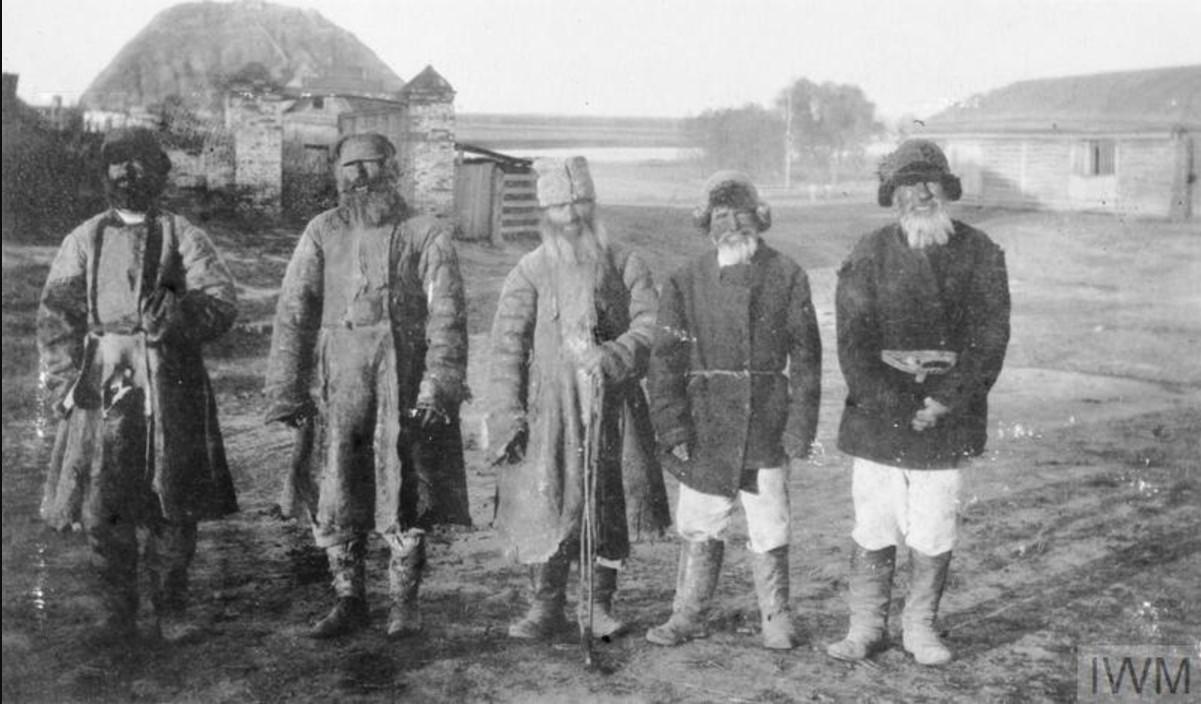 Группа пожилых крестьян в одной из деревень Области Войска Донского