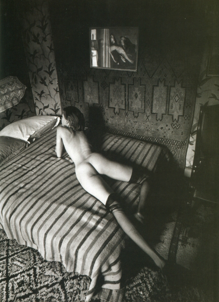 592796426_08_Jeanloup_Sieff_Naked_woman_on_a_bed_lines_Paris_1975_123_381lo.jpg