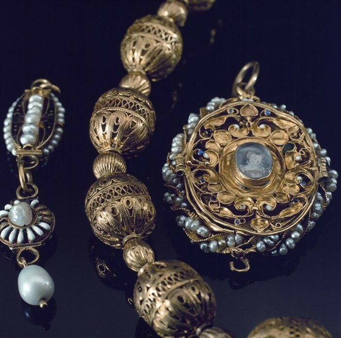 mary-queen-of-scots-jewellery-c-national-museums-scotland_700x693.jpg