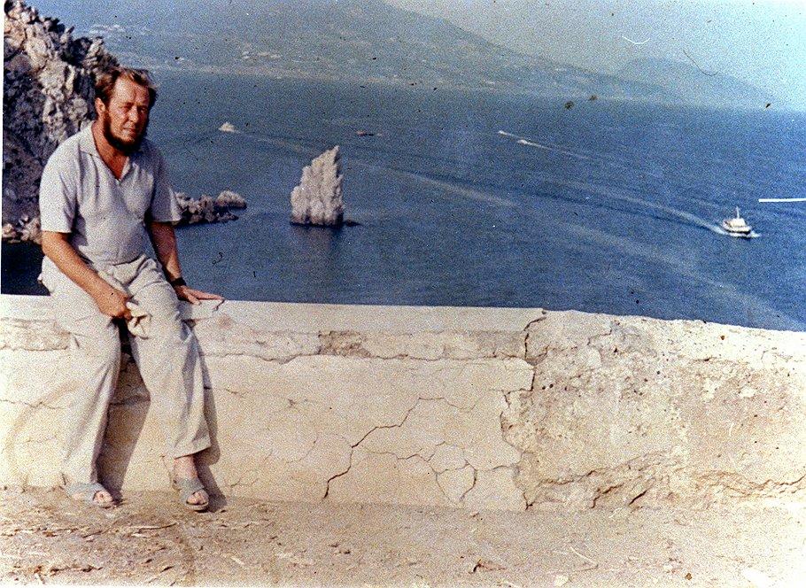 Солженицын в Крыму. Парус, 1966с.jpg